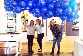 Feest in Tilburg voor de 18e verjaardag van Work-on. Talentcoaches met balonnen in de hand.